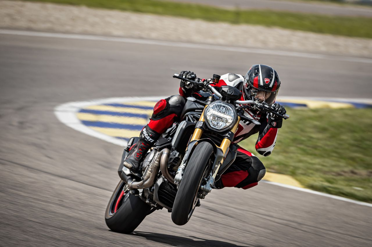40 DUCATI MONSTER 1200 S MY20 UC90987 Mid