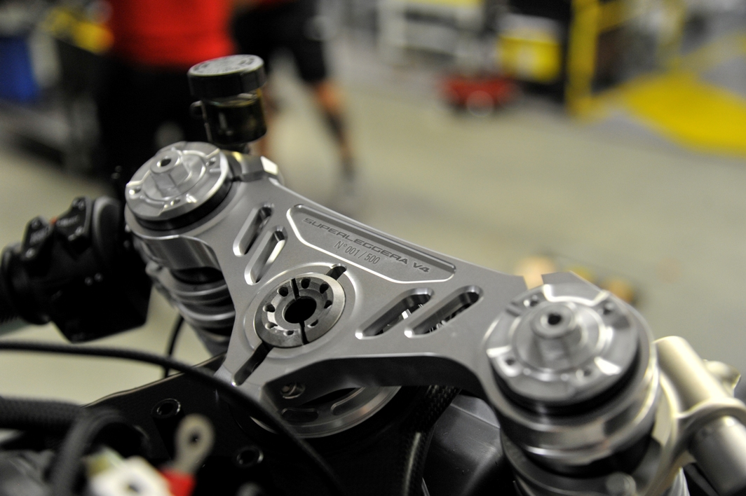 06 DUCATI SUPERLEGGERAV4 001 UC169972 High