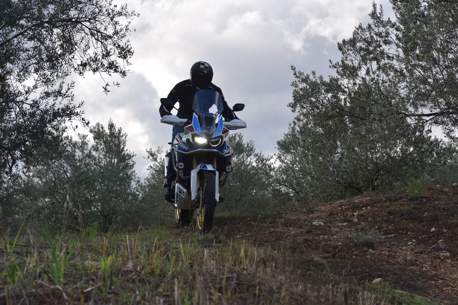 honda africa twin adventure sports dct action 1