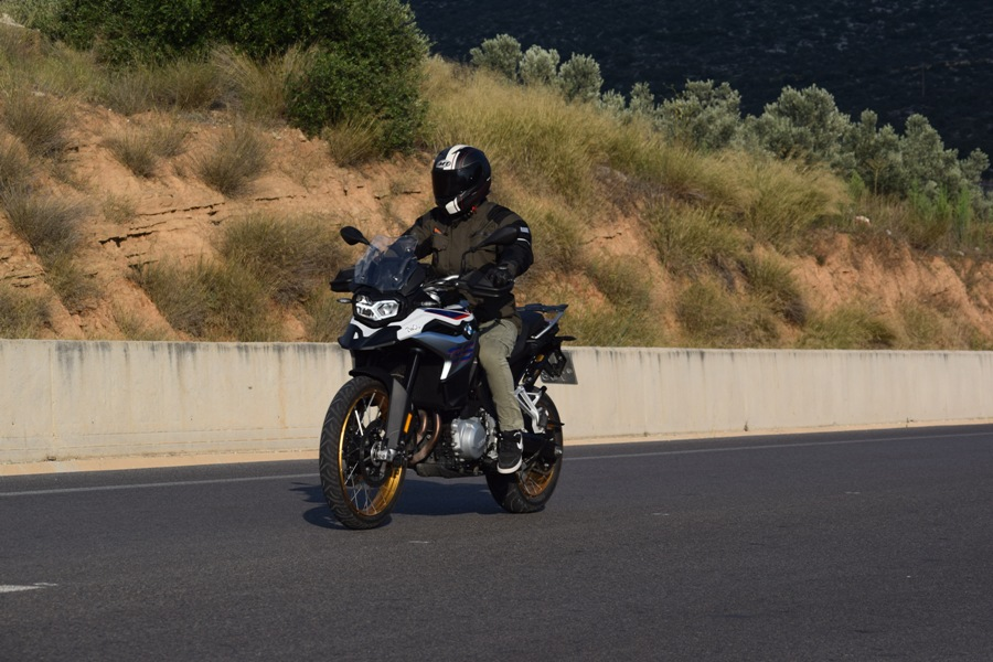 bmw f850gs action 2