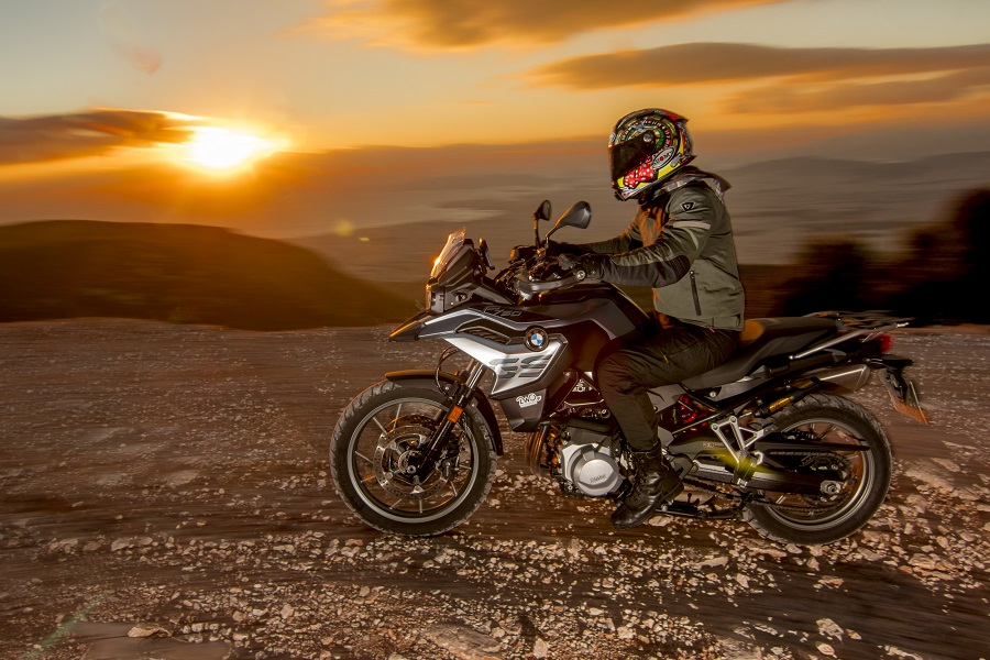 BMW F750GS action 15
