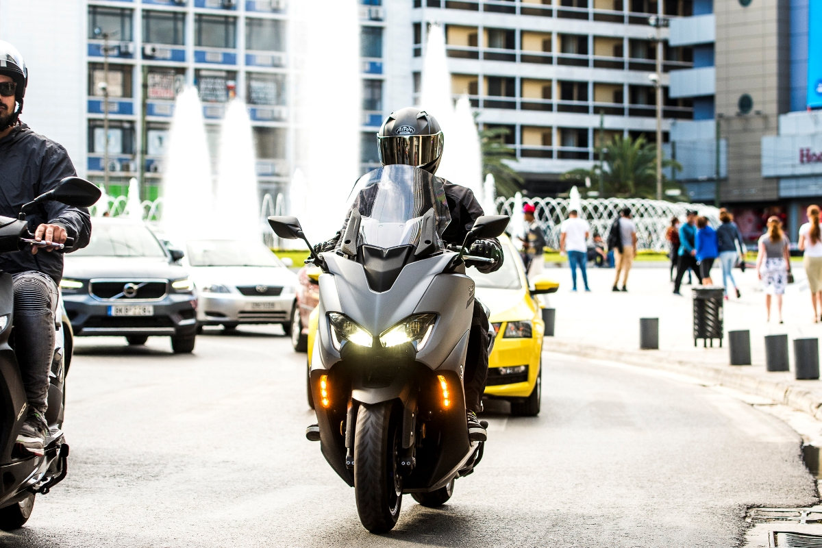 Yamaha TMAX 560 action 5